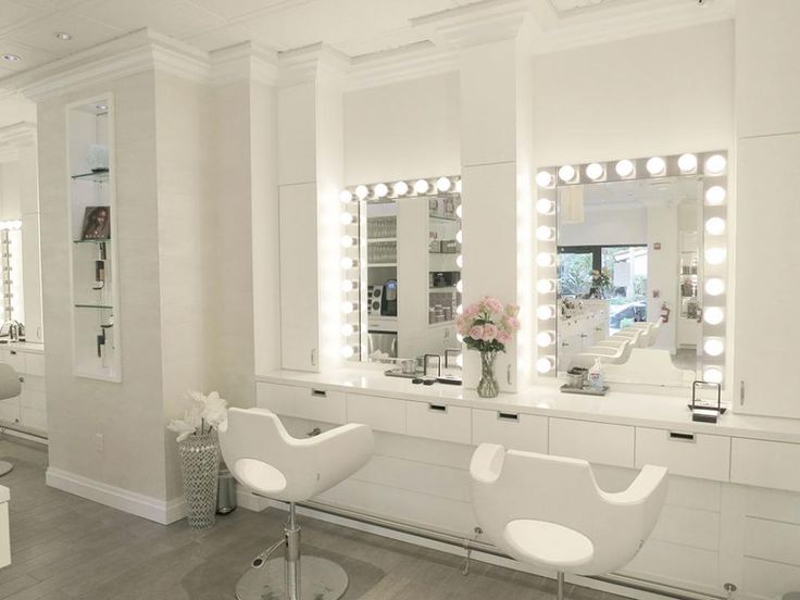 Cloud 10 Blowdry Bar and Makeup Salon in Delray Beach, FL, captures a Salon of Distinction award in the 2014 SALONS OF THE YEAR.