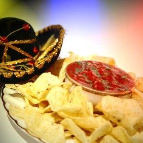 Испанские конкистадоры оставили свой след во многих областях, включая также кулинарию... Столкновение двух культур принесло великолепные плоды - ароматную и богатую мексиканскую кухню.