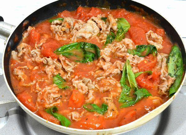 人気料理愛好家・平野レミさんの個性派レシピ「バカのアホ炒め」ってご存知ですか? レシピ名まで個性的ですが、スペイン語でバカは牛、アホはニンニクの意味なのだとか。NHK『グッと!スポーツ』(2017年10月3日放送回)内『グッと!キッチン』などで紹介された一品です。 その昔、平野さんが初めて出演した料理番組(N