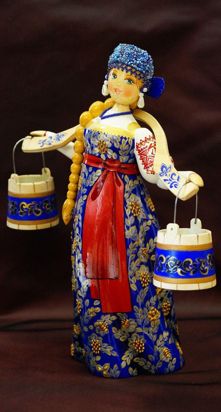 ТВЕРСКОЙ УЗОР - Деревянная кукла в русском национальном костюме c коромыслом - летний костюм