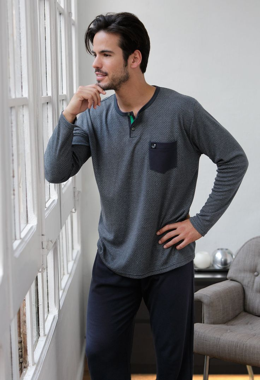 Pijama invierno hombre Massana en tono azul. Una prenda muy calentita ya que tiene un ligero perchado por el interior