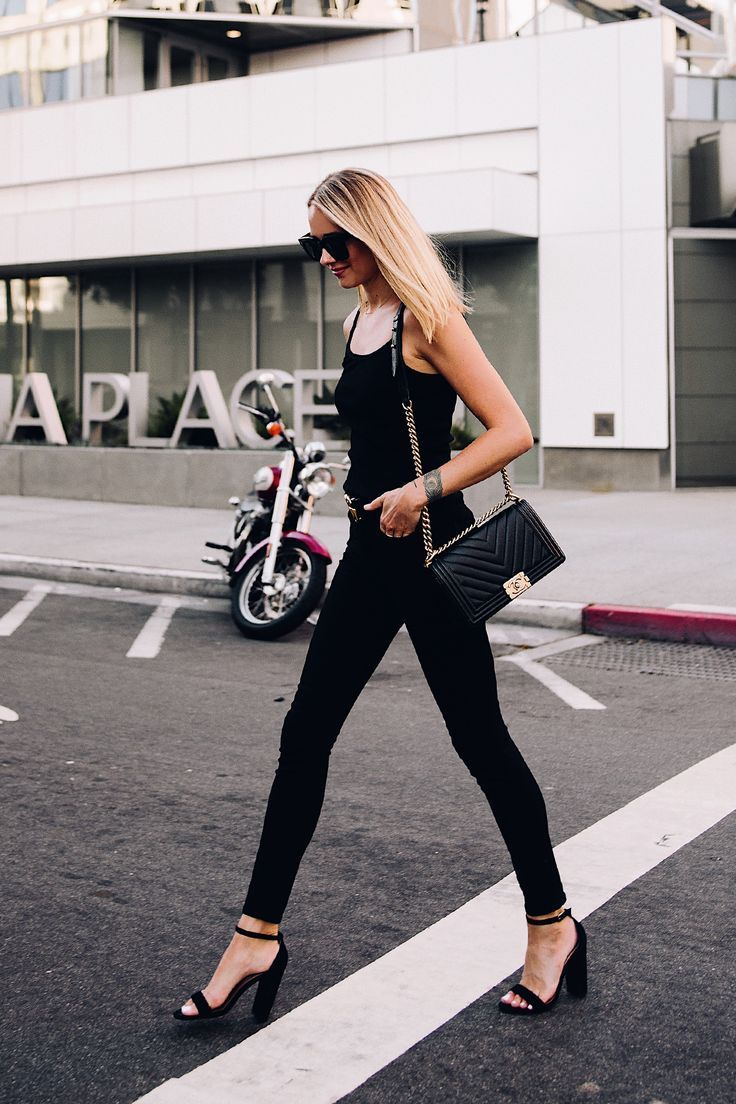 d112e5f9ac7 Blonde Woman Wearing Topshop Black Tank Black Skinny Jeans Black ...
