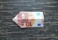 Geldschein falten Fisch Schritt 2b: Drehe den Geldschein um
