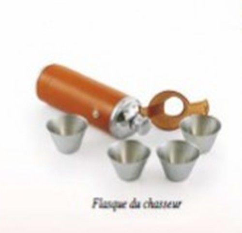 liqueur de noisette presentee en flasque chasseur 25cl et ses 4 gobelets neuf