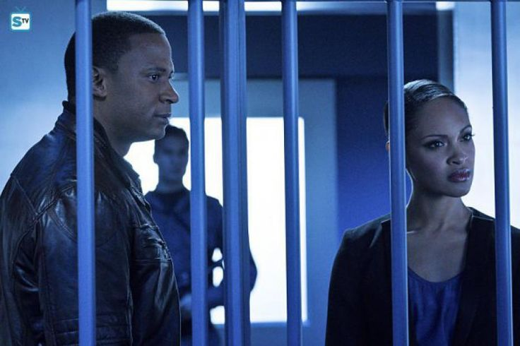 Arrow, season 4, saison 4, episode 11, synopsis, photo promo, AWOL,  spoilers, oliver, felicity, diggle, vidéo promo, trailer, bande annonce, streaming, vostfr, télécharger, torrent, révélations, felicity, morte, tombe, identité, 4x11, 4x10, diggle, andy