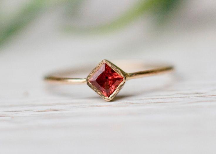 Czerwony szafir delikatny pierścionek złoty  w Arpelc Biżuteria Ze Złota i Platyny na DaWanda.com