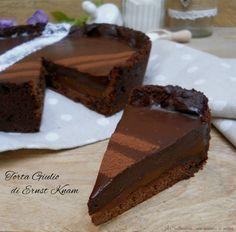 La torta Giulio di Ernst Knam è un golosissimo dolce al cioccolato reso particolare dal caramello salato. Se lo amate è la vostra torta.