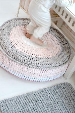t-shirt crochet pouf and cushion by Kaunis pieni elämä