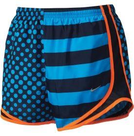 Los pantalones cortos son muy colores; anaranjada, azul, y negro. Los pantalones cortos son más cómodo que los jeans.