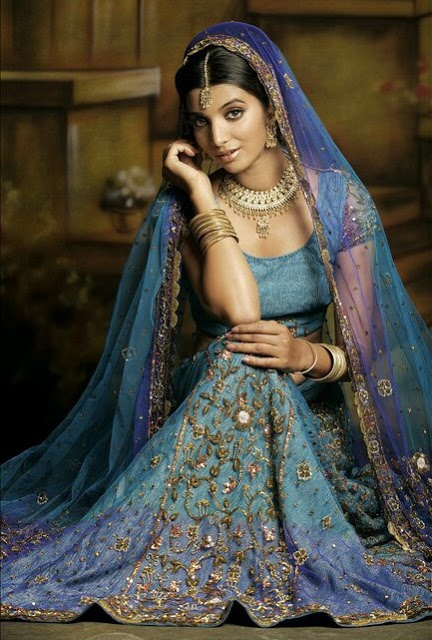 Turquoise and lavender blue bridal lengha choli, 2010. Model Parinita (Pune). Photo by Rahul Dutta at http://www.pbase.com/rahul/image/90198847 Retail info at Royal Textiles India ... https://www.facebook.com/RoyalTextilesIndia/photos/pb.354131604648323.-2207520000.1409741498./561526587242156/?type=3&theater