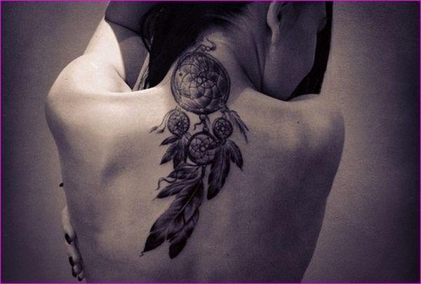 tatouage attrape r ve nuque dos femme trucs jolis. Black Bedroom Furniture Sets. Home Design Ideas