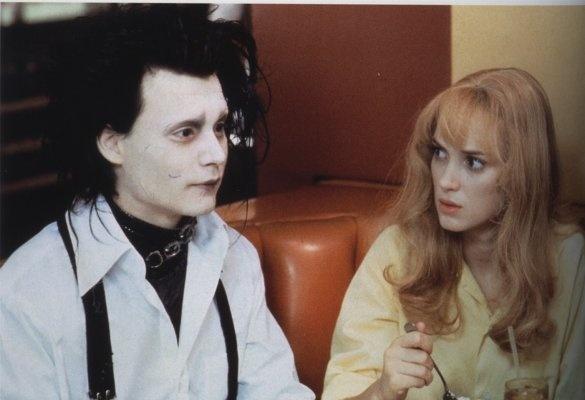 Edward (Johnny Depp) and Peg Boggs (Winona Ryder) ~ Edward Scissorhands (1990) ~ Movie Stills #amusementphile