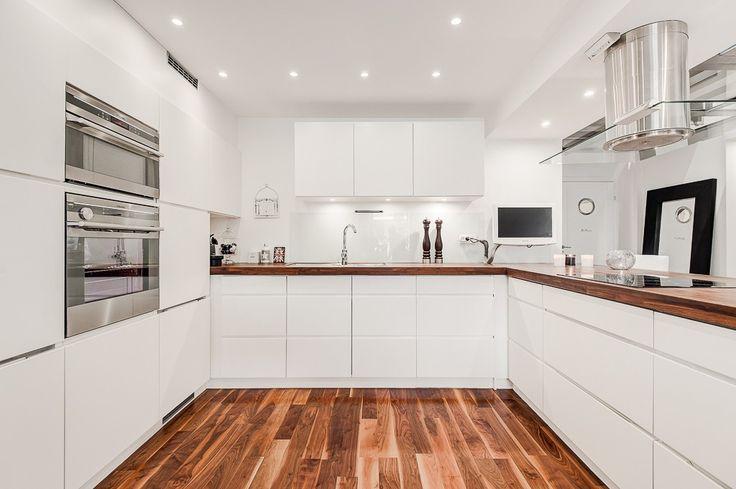 #excll #дизайнинтерьера #решения Кухни с использованием одного белого цвета можно встретить реже, чем с использорванием его в комбинации с другими цветами.