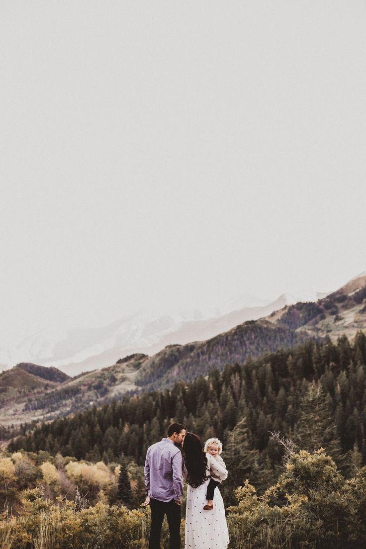 gorgeous family photos in the mountains