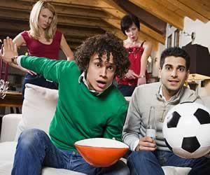 Estudiamos las posibles razones porque las #mujeres odian el #futbol http://www.superchevere.com/entretenimiento/porque-las-mujeres-odian-el-futbol/