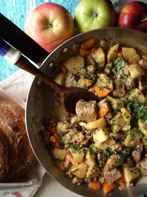 Zöldséges-almás sertésragu recept