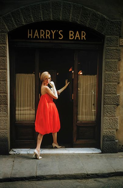 "Model in Fabiani's ""bag"" dress entering Harry's Bar in Paris, photo by Mark Shaw, 1957"