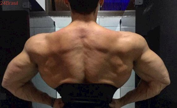 Felipe Franco posta foto com cintura fininha no Instagram e fãs elogiam