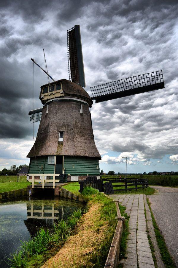 Volendam,en Holanda,sus tipicos molinos