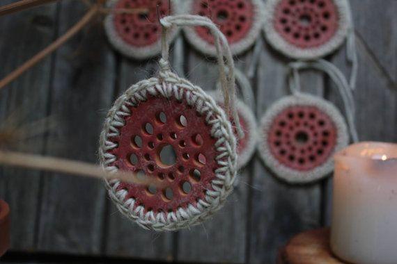 Decorazione natalizia in ceramica fatta a mano. di NidaCeramiche