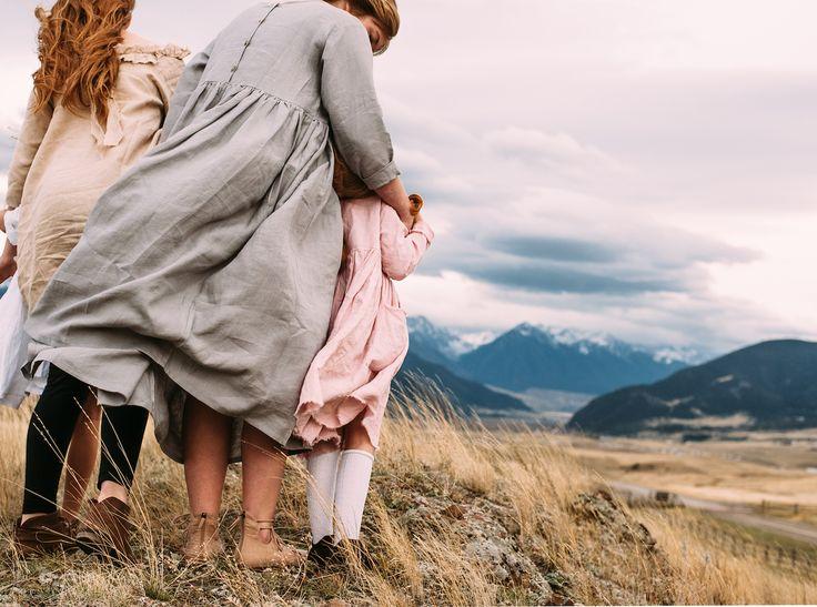 Je ne suis qu'amour quand je découvre chaque collection de la princesse au petit pois. J'aime la simplicité qui se dégage de son univers si poétique. Amoureuse du lin et des matières naturelles, Alexandra Darssiac nous fait voyager dans un autre temps. Pour cette collection printemps/été 2017, la créatrice nous emmène dans le Montana, là...