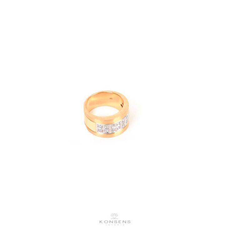Terminar la semana con un anillo #Konsens de oro #18K realizado a mano con 14 brillantes de 2 puntos cada uno y de corte completo ¿ Que te parece ? ♡ Joyería Konsens