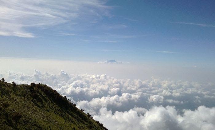 23 Foto Pemandangan Di Atas Gunung Negeri Di Atas Awan Ini Hanya Sebagian Kecil Dari Apa Yang Download Wisata Alam Nikmati Pem Di 2020 Pemandangan Pegunungan Awan