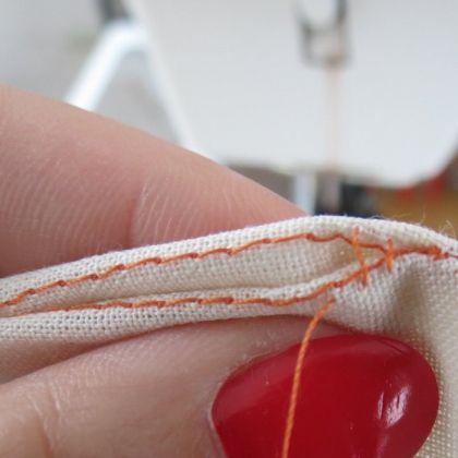 Couture invisible à la main avec fils de repère