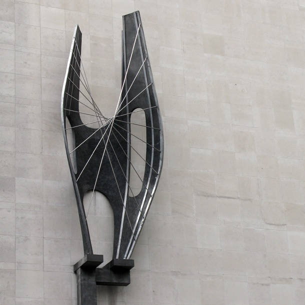 BArbara Hepworth - i like the spikes