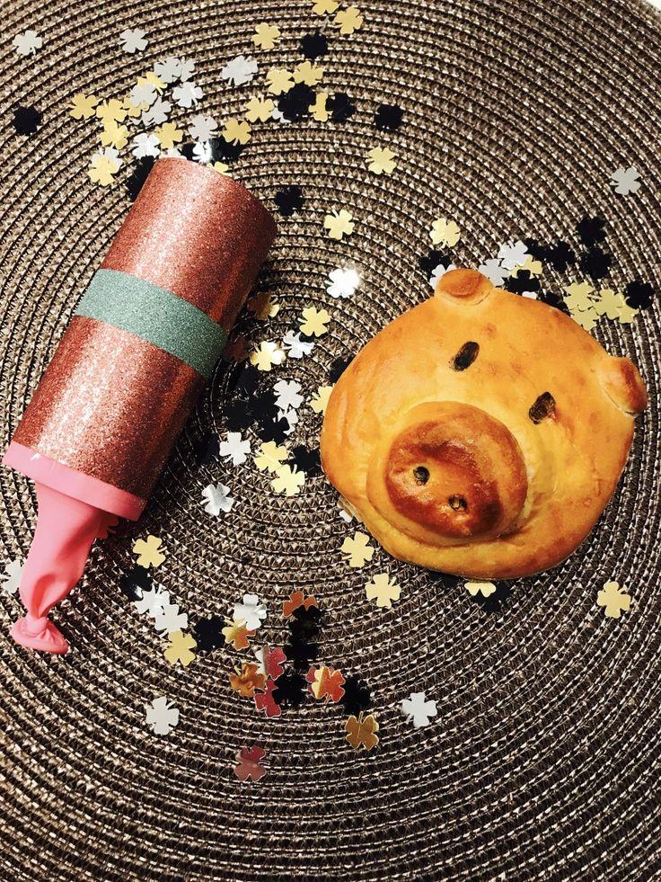 Glücksschweine zu Silvester backen und Konfettikanonen basteln