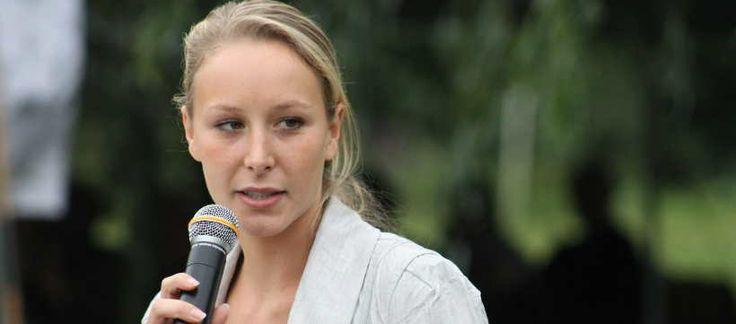 Du haut de ses 26 ans, Marion Maréchal Le Pen a un caractère bien trempé. La députée frontiste du Vaucluse s'est en effet illustrée dernièrement par ses idées concernant les Centres de Protection Maternelle et Infantile (PMI) et sur les Interruptions Volontaires de Grossesse (IVG), qui selon elle, ne devraient plus être remboursées. Elle affirmait alors avec tout le tact qui la caractérise : « Les traînées vont payer ».