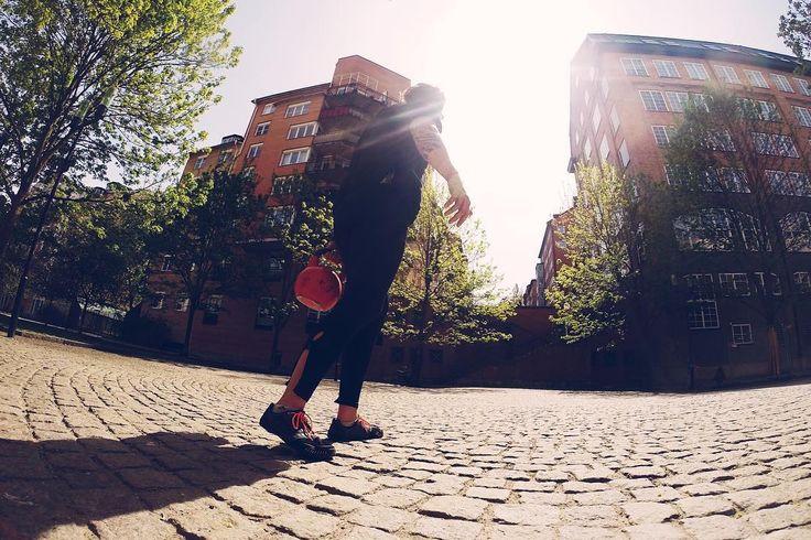 Oh dammit fever and sore throat I have kettlebells to carry! // Stressen över att vara sjuk när du har ett mål att jobba mot med träningen. Mycket mental träning nu. Och ingefära och febernedsättande. #fml  #cfswe #crossfiteken #crossfit #kettlebellsport #tyngre #gainz #sunsoutgunsout #fitspo #nextlevelfitnessfocus #bodybuilding #challenge #mentaltraining