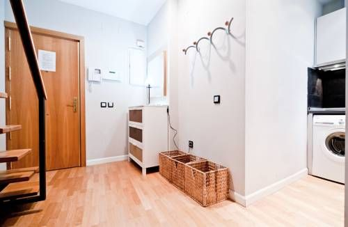 Latina IX Madrid Located in Madrid, Latina IX offers self-catering accommodation with free WiFi. The apartment is 200 metres from Plaza Mayor.  Puerta del Sol is 400 metres from Latina IX, while Fnac is 500 metres from the property.
