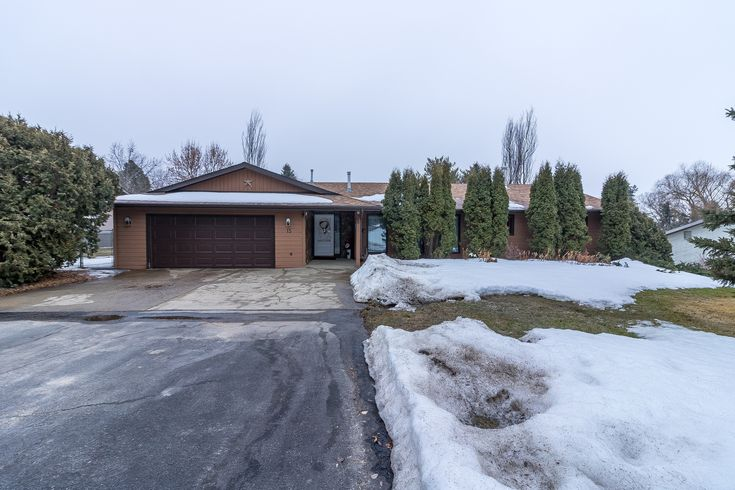 Call The Matthew Barry & Erin Willman Real Estate Group at 780-418-4922 or visit http://www.matthewanderin.ca/listings/view/190210/rural-sturgeon-county/upper-manor-estate/15-manor-view-crescent to view this 4 bed, 2.5 bath single family home in Upper Manor Estates!