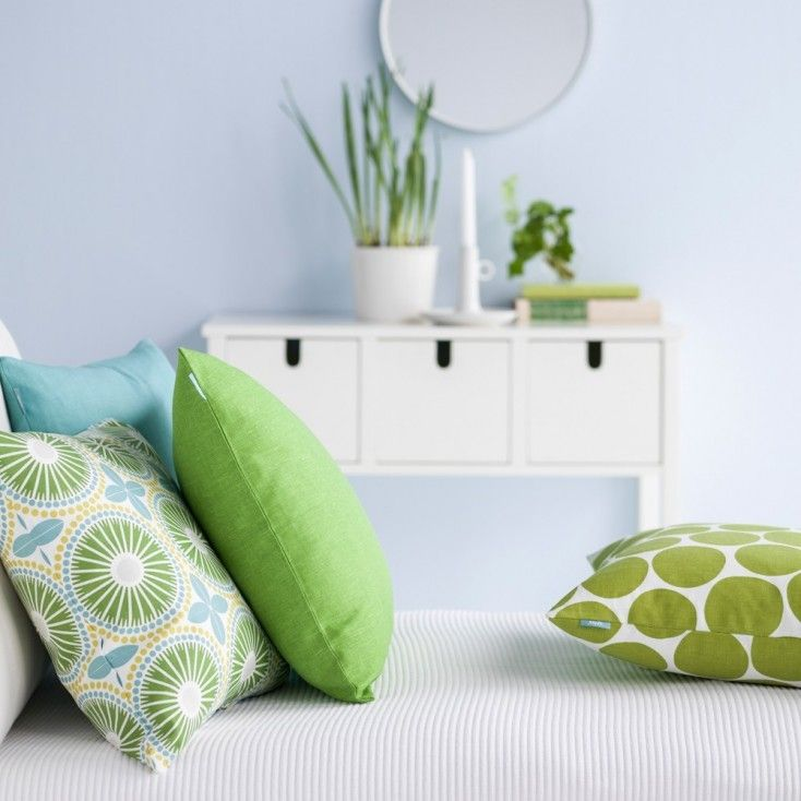 Gorgeous green cushions from Hus & Hem for the perfect Scandinavian style interiors! Spira Juline Green Cushion It's easy to breathe new life into your home, just add Spira's Juline cushion to your sofa, chair or bed for an instant pop of colour and a burst of print. The pretty tile pattern features a fresh colour palette of grass green, yellow and light blue.