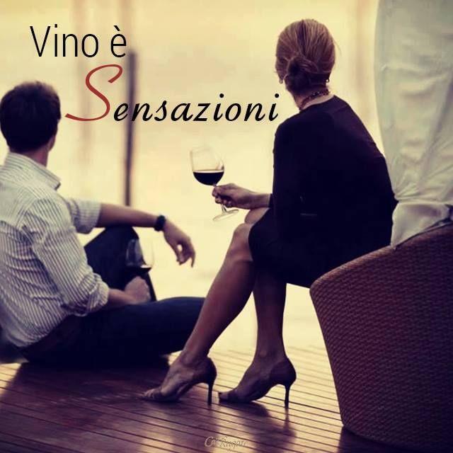 """Nel mondo del vino le #sensazioni fanno parte dell'esame gustativo, che è la terza fase della degustazione e serve per valutare le caratteristiche gustative del vino. Esistono: • le SENSAZIONI SAPORIFERE, che riconoscono i quattro sapori fondamentali quali la dolcezza, l'acidità, la sapidità e l'amarezza; • le SENSAZIONI TATTILI che comprendono la pseudocalorica, la morbidezza, l'astringenza, la pungenza e la consistenza; • le SENSAZIONI RETRONASALI dette anche """"aroma di bocca"""""""