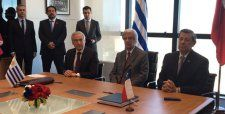 Chile firma Tratado de Libre Comercio con Uruguay - Diario Financiero