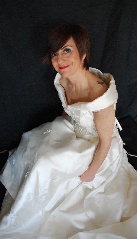 Precioso vestido de Sant Patrick de reestreno, excelente estado.  Talla 38, altura 1'60 cm. Incluido también el velo. PRECIO ACTUAL  790€