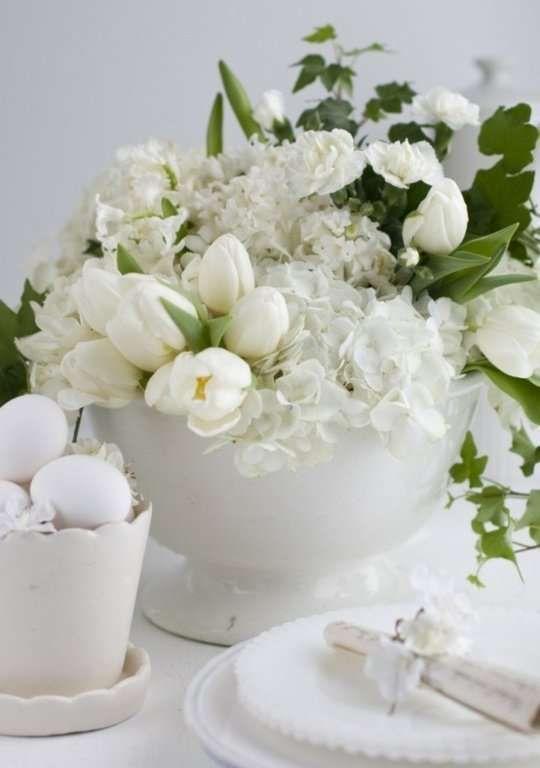 Decorazioni pasquali in bianco - Firoi bianchi per la tavola di Pasqua Blank Easter decorations - White flowers for the Easter table