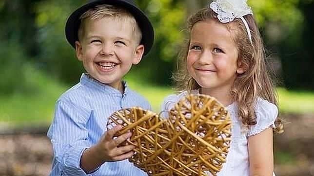 ¿Sabes si puedes publicar en Facebook las fotos del cumpleaños de tu hijo con sus amigos? ¿o fotos de un parque donde aparezcan menores? Un abogado especializado en Derecho Tecnológico explica cómo actuar ante estas situaciones, y más