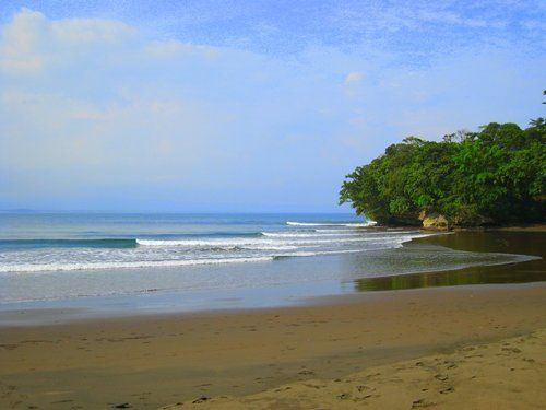 Surfing di Pantai Batu Karas