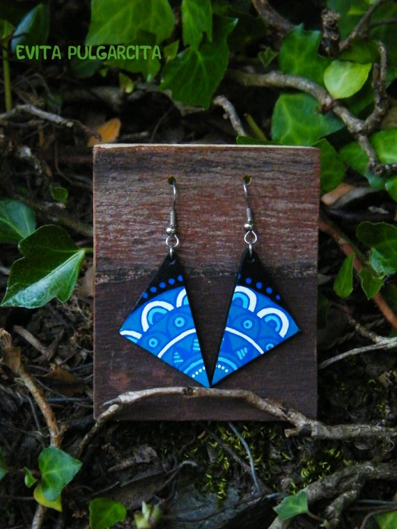 Zentangle, hand painted leather, light and colorful earrings. Evita Pulgarcita