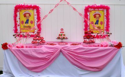 Strawberry Shortcake party ideas: Parties Ideaskara, Birthday Parties, Cakes Tables, Tablecloths Ideas, Birthday Theme Parties, Ideaskara Parties, Strawberries Shortcake Parties, Birthday Ideas, Ideas I