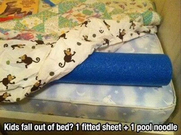 Erg handig voor als je met een peuter op vakantie gaat.  Hoe vaak vallen ze in zo'n vreemd bed er niet uit!