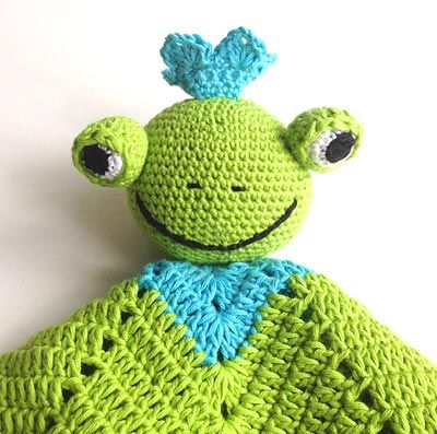 Frog Lovie pattern but not in English. Use translator.