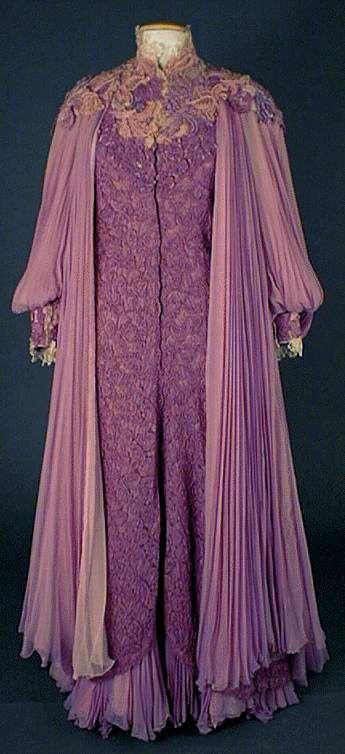 MODE nineteenth century - Un Certain Regard .... ~(1890-93) Very Loose Robe~