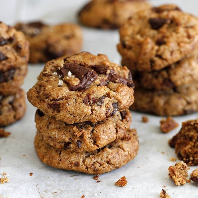 Vegan Chocolate Chip Cookies. Recipe on www.lilcookie.com
