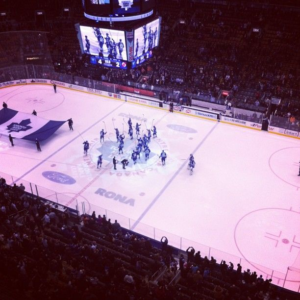Following wins at the ACC, the Leafs raise their sticks to the crowd