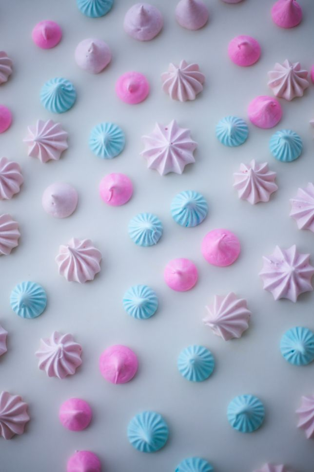 """Making meringues doesn't have to be complicated! You need just 3 piping bags with piping tips -- I used a plain, open circle tip for the hot pink classic """"kiss,"""" a small multi-pronged open star tip for the blue kisses, and a jumbo open star tip for the pale pink. Recipe and tips here!"""