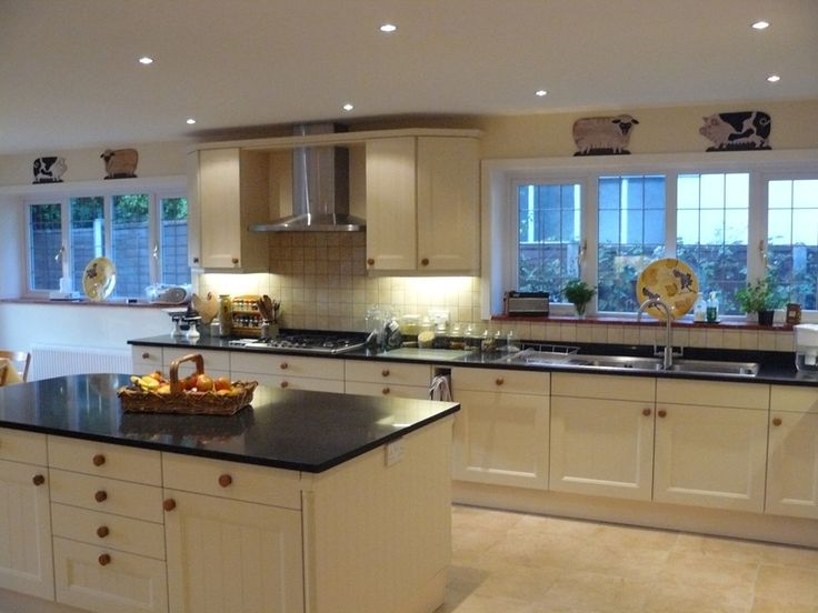 Cream shaker kitchen canford cliffs purbeck bathrooms for Shaker style kitchen cabinets manufacturers